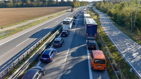 Bis zwischen die Anschlussstellen Landsberg/Ost und Schöffelding reichte der Stau zurück, zu dem es am Donnerstagmorgen im Berufsverkehr kam, als kurz vor dem Echinger Tunnel mehrere Autos zusammenstießen.