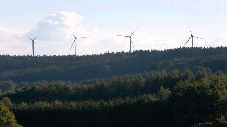 Windenergie in Fuchstal / Windpark der Bürgerwindkraft Fuchstal: Die vier Windräder bei Leeder werden nächste offiziel in Betrieb genommen.