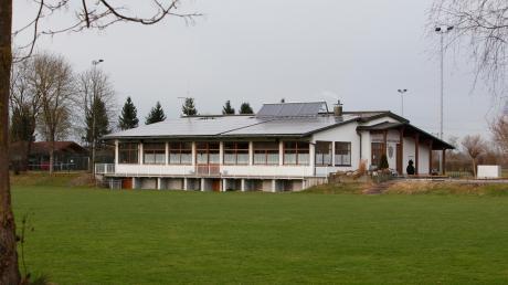 Aus dem Sportheim in Prittriching hat ein Unbekannter während des Fußballtrainings Bargeld gestohlen.