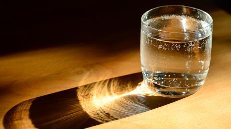 Ein Glas Wasser trinkt jeder mal gerne. In der Gemeinde Weil schmeckt es jetzt vielleicht noch besser.