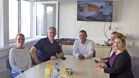 Probesitzen im Konferenzraum (von links): Daniela Grellert, Hermann Müller, Christian Ascherl-Landauer, Carola Rathjens und Martina Rampp.