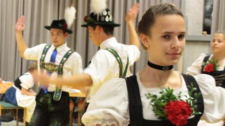 Die Gruppe (14 bis 17 Jahre) der Gastgeber D´Wurzberger Reichling legten einen schneidigen Plattler hin und belegten am Ende den vierten Platz.