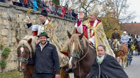 Prominenter Besuch beim Leonhardiritt in Reichling: Neben Hans-Josef Lahr (Kreis-Dechant Rhein-Sieg-Kreis) ritt auch der Augsburger Bischof Konrad Zdarsa (rechts) mit.