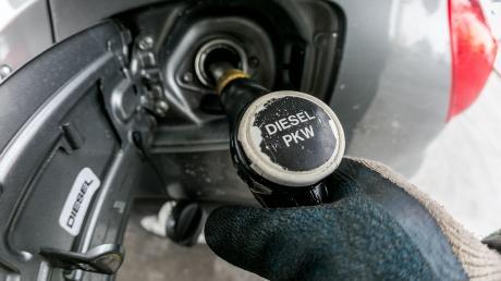 Super-Benzin im Dieseltank und umgekehrt - in Lengenfeld erlebten Tankstellenkunden einen Albtraum.