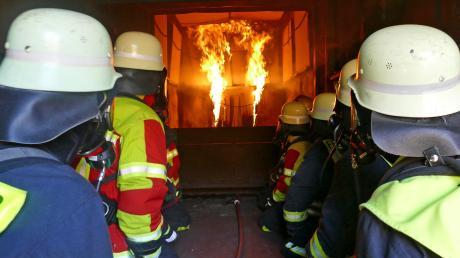 Eine Woche lang stand der Brandübungscontainer des Bayerischen Landesfeuerwehrverbandes am Abfallwirtschaftszentrum in Hofstetten. 64 Atemschutzgeräteträger aus dem gesamten Landkreis wurden geschult.