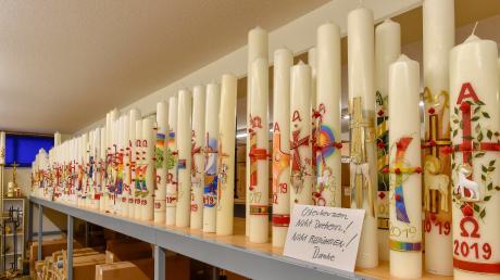 Auf einer Verkaufsfläche von 1200 Quadratmetern werden im Wachshof in Egling Kerzen aller Art angeboten. Gerade ist man mitten in der Osterkerzenproduktion.