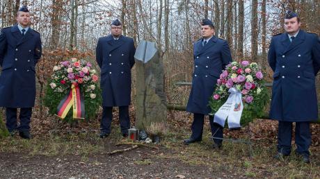 An der Gedenkfeier für die beiden im Jahr 2004 im Westerholz ums Leben gekommenen Luftwaffensoldaten nahmen Vertreter der Bundeswehr teil.