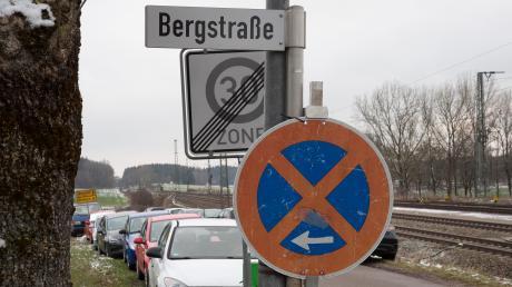 In einigen Straßen rund um den Geltendorfer Bahnhof hat die Gemeinde Halteverbotsschilder aufgestellt. Die Regelung gilt ab dem Wochenende, und dann voraussichtlich bis Ende April nächsten Jahres.