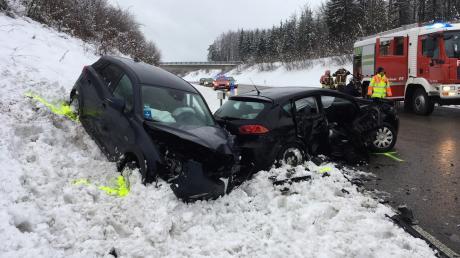 Ein schwerer Verkehrsunfall hat sich am Sonntagnachmittag auf der B17 im Landsberger Westen ereignet.