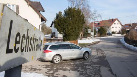 Die Lechstraße in Scheuring: Teilweise gibt es dort keinen Gehweg.