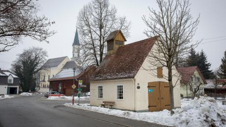 Das alte Feuerwehrhaus in Oberigling soll abgerissen und in gleichem Stil wieder aufgebaut werden.