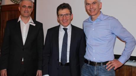 Sparkassenvorstand Roland Böck, der Agrarmeteorologe Dr. Harald Maier und Maschinenring-Chef Christian Leis (von links) beim Agrarforum in Weil.