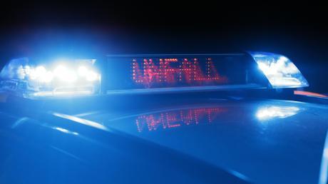 In der Nähe von Weil hat sich in der Nacht auf Donnerstag ein schwerer Verkehrsunfall ereignet. Der Fahrer war laut Polizei betrunken.