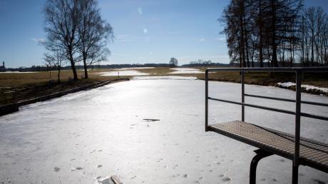 """Der Eichensee bei Pflugdorf ist im Sommer ein beliebter Badesee. Die """"Oachalacha"""" könnte sich aber verändern."""