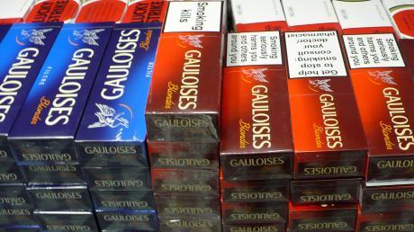 Zigaretten im Wert von mehreren Tausend Euro haben Unbekannte aus einer Tankstelle in Kinsau gestohlen.