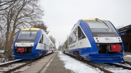 So ist es korrekt, Züge auf Gleis eins und zwei am Bahnhof Utting. Der Fahrdienstleiter bekommt bald technische Unterstützung, damit es zu keinen gefährlichen Fehlern wie im Februar 2018 kommt. Damals wurden zwei Züge auf dasselbe Gleis geleitet.