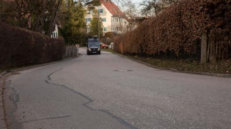 Die Bahnhofstraße in Igling kann dieses Jahr doch nicht mehr saniert werden, weil die Bahn eine Lagerfläche noch benötigt.
