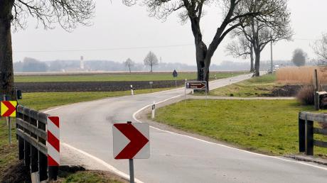Bei der Prähistorischen Siedlung nahe Pestenacker sollen Bodenuntersuchungen vorgenommen werden. Dadurch verzögert sich der Ausbau der Staatsstraße weiter.