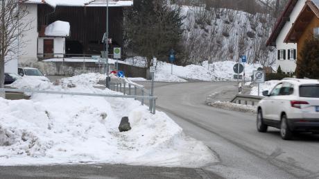 Im Winter ist das Nadelöhr an der Staatsstraße in Kinsau besonders gefährlich.
