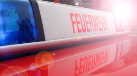 Ein kleiner Heckenbrand hat am Silvestervormittag die Feuerwehr in Scheuring auf Trab gehalten.