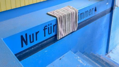 """Kunstaustellung im Warmbad Greifenberg. """"Nur für immer"""" vonAxel Wagner."""