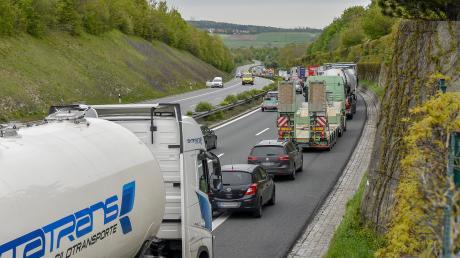 Nacheinem Unfall auf der A96 bei Windach staute sich der Verkehr auf der Autobahnundden Nebenstrecken.