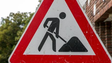 An der B 13 kommt es zu Straßensperrungen wegen Bauarbeiten.