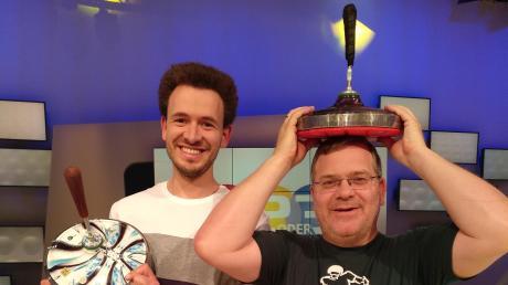 """Matthias Peischer (links) war zu Gast bei der Fernsehsendung """"1, 2 oder 3"""", die von Elton moderiert wird."""