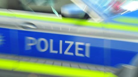 Eine Polizeistreife hat durch Zufall einen schwer verletzten Radfahrer gefunden.