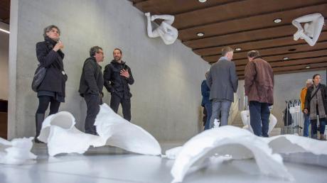 """Die Ausstellung """"Die Haut, in der ich wohnte"""" von Matthias Rodach im Foyer des Rathauses in Landsberg war eine Veranstaltung bei den Kreiskulturtagen."""
