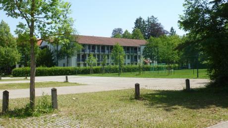 Weil auf dem Tennisplatz des Bildungszentrums Holzhausen ein Gästehaus errichtet werden soll, muss der Parkplatz vor dem Haus Panorama vergrößert werden.