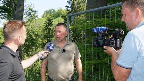 In seiner Not hat Pähls Bürgermeister Werner Grünbauer (Mitte) die Medien eingeschaltet, weil das von ihm verhängte Betretungsverbot in die Pähler Schlucht immer wieder missachtet wird und die Regierung sogar an der Rechtmäßigkeit zweifelte. Jetzt soll die Schlucht wieder sicher werden.