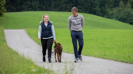 Virginia Dominkovic und Dominik Graf leben im Weiler Memming bei Hagenheim und sind mit ihrer Nala oft rund um den Egelsee unterwegs.