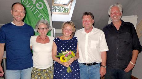 Das Wahlkampfteam nimmt die Bürgermeisterkandidatin Renate Standfest in die Mitte: (von links) Martin Erdmann,Gabriele Triebel, Renate Standfest, Josef Lutzenberger und Marcus von Jordan.