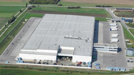 Das Lidl-Logistikzentrum in Graben nahm Ende 2011 seinen Betrieb auf. Nun soll auch die bisher landwirtschaftlich genutzte Fläche zwischen dem Zentrallager im Süden und der A30 im Norden vom Discounter bebaut werden.