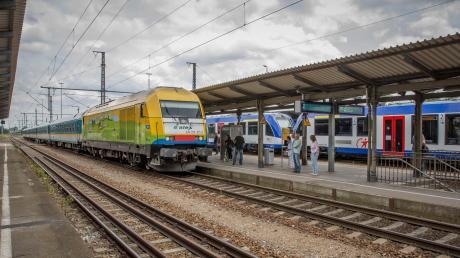 Geht es in ein paar Jahren mit dem MVV-Tarif vom Landkreis Landsberg (im Bild der Kauferinger Bahnhof) nach München? Eine groß angelegte Studie soll dem Kreistag bis 2022 eine Entscheidungsgrundlage liefern.