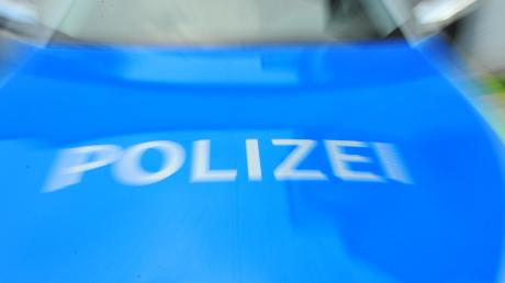 Unbekannte haben in Dettenhofen ein Marterl beschädigt. Die Polizei sucht nach Zeugen.