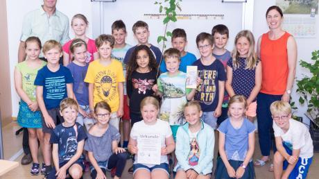 Die Sieger des Walderlebnistages 2019: die Kinder der Klasse 3b der Grundschule Erpfting mit Michael Siller, dem Leiter des Forstamtes.