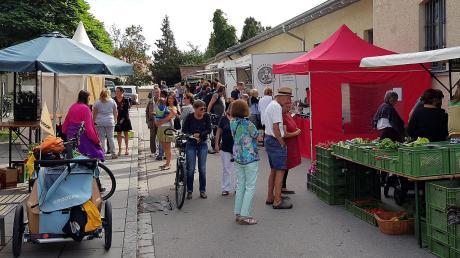 Bei vielen Schondorfern ist der freitägliche Wochenmarkt durchaus beliebt. Ob er jedoch über die Probephase hinaus, die im September eigentlich endet, weiter existieren wird, hängt von einigen Veränderungen ab.