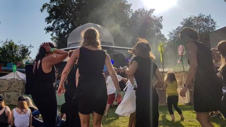 Ausgelassen getanzt und gefeiert wurde auch in diesem Jahr beim Sammersee-Festival in Schondorf. Insgesamt vermeldete der Veranstalter zwei friedliche Tage mit Musik von 21 Bands und DJs.