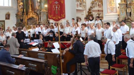 In Klosterlechfeld trat der Chor Vox Villae letztmalig unter der Leitung von Thomas Becherer auf, der die Aufgabe übergangsweise übernommen hatte.