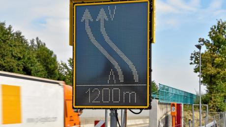 Auf der A96 wird zwischen Wörthsee und Greifenberg derzeit die Fahrbahndecke erneuert. Bald starten die Arbeiten in Fahrtrichtung Lindau.