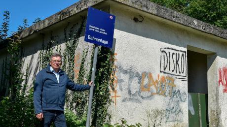 Bürgermeister Wilhelm Böhm möchte, dass die Züge wieder in Hurlach halten. Den Haltepunkt hat die Bahn 1995 geschlossen.