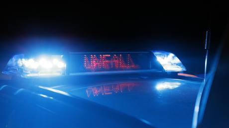 Amspäten Donnerstagabend hat sich ein junger Mann mit seinem Wagen auf der B17 in Höhe Igling überschlagen. Er war laut Zeugenaussagen sehr schnell unterwegs.