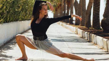Die Landsberger Tänzerin Anna Maria Johannes tritt bei der Verleihung des Ellinor Holland Kunstpreises auf.