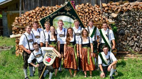 100 Jahre Musikverein und 70 Jahre Landjugend: Ab Donnerstag wird in Reichling fünf Tage lang gefeiert. Links der Vorstand der Landjugend, rechts der des Musikvereins.