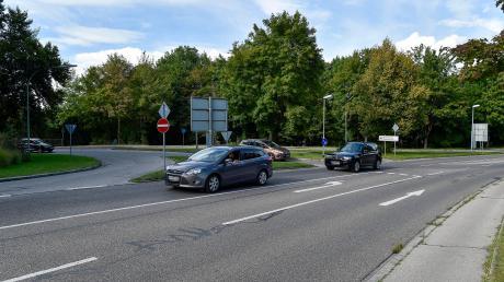 Bis zum September 2009 führte die B17 durch Landsberg und Kaufering hindurch. Jetzt sind am Hindendburgring (Bild)und im Süden von Kaufering Kreisverkehre geplant.