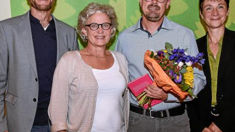 Peter Friedl (Zweiter von rechts) will für Bündnis90/Die Grünen Landrat werden. Der Sprecher des Kreisvorstandes Martin Erdmann und Landtagsabgeordnete Gabriele Triebel (Zweite von links) sowie Christine Reineking vom Vorstand freuen sich über die Nominierung des Issingers.