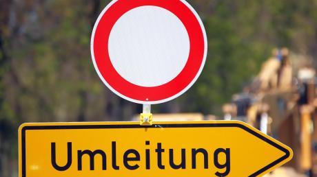 Wegen Bauarbeitenauf der Staatsstraße zwischen Edelstetten und Thannhausen müssen Autofahrer bis Jahresende Umwege in Kauf nehmen. (Symbolfoto)
