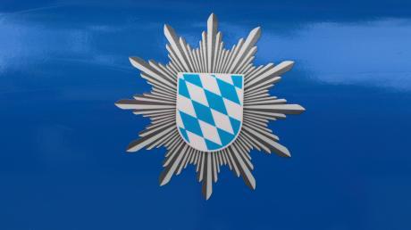 Die Polizei Friedberg sucht Zeugen eines Fahrradunfalls vor dem Möbelhaus Segmüller.